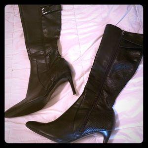 Calvin Klein Pointed toe snakeskin boots 6.5